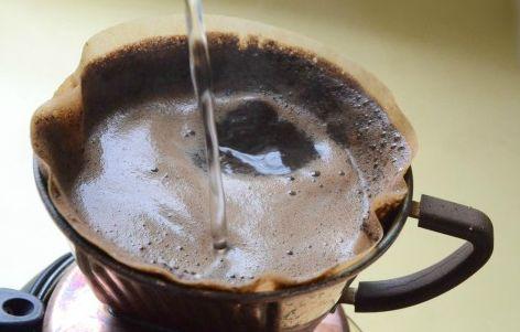 使用後のコーヒー豆の出し殻で強力消臭剤を作る方法