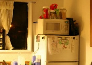 冷蔵庫の上のレンジ