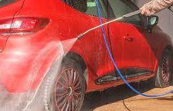 高圧洗浄による洗車