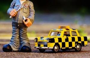 整備士と派手な車