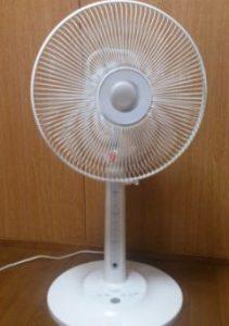 シンプルな白い扇風機