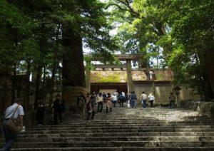伊勢神宮の内宮の階段