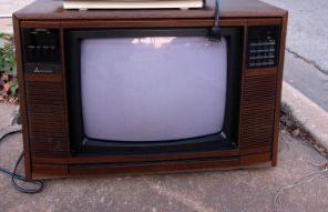 捨てられたテレビ