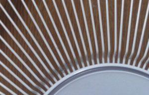 扇風機のカバーに挟まっているホコリ