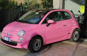 ピンクのフィアット500