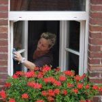 手が届かない窓の掃除はクイックルワイパーがおすすめ!