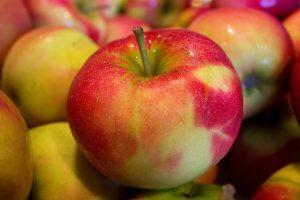 まだら模様のリンゴ