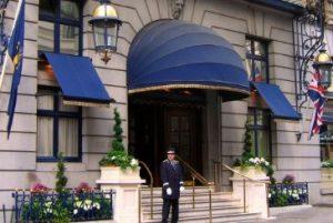 ホテルのドアマン