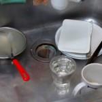 キッチンの排水溝を簡単掃除!詰まらせない工夫も紹介