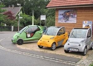 三台並んだスマートな車