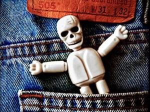 ドクロの人形