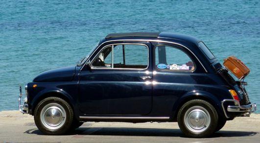 車の匂いの取り方のポイントは消臭剤の前の下処理