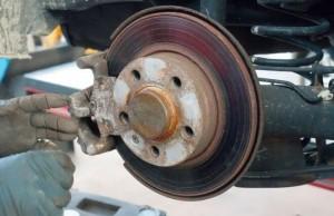 車のディスクブレーキの整備