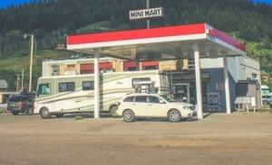 ノーブランドのガソリンスタンド