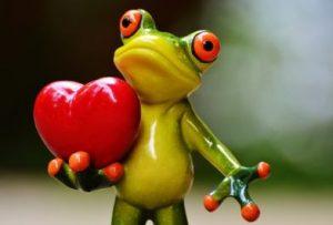 幸せな蛙の置物