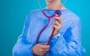 聴診器をもつお医者さん