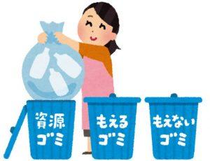 ゴミの分別をする主婦
