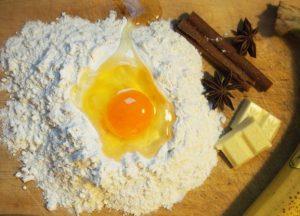 お菓子作りに使用される卵