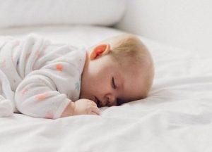枕を必要としない赤ちゃん