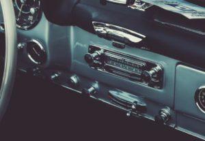 運転中の音楽は危険!?意識したいポイントを紹介します