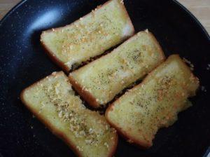 食パンでガーリックトーストを作ったら激ウマだった!